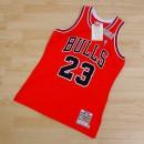 Michael Jordan - Hombre Chicago Bulls Mitchell & Ness 1997 Authentic Road Camiseta Dinero en menos